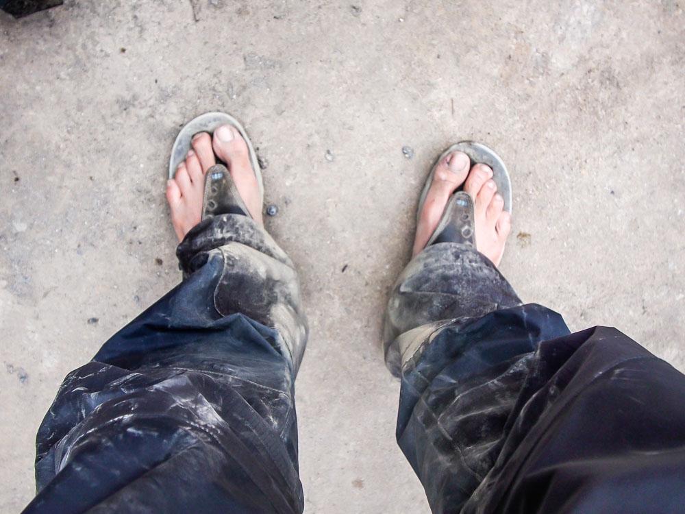 千萬不要穿拖鞋去爬大山會很慘