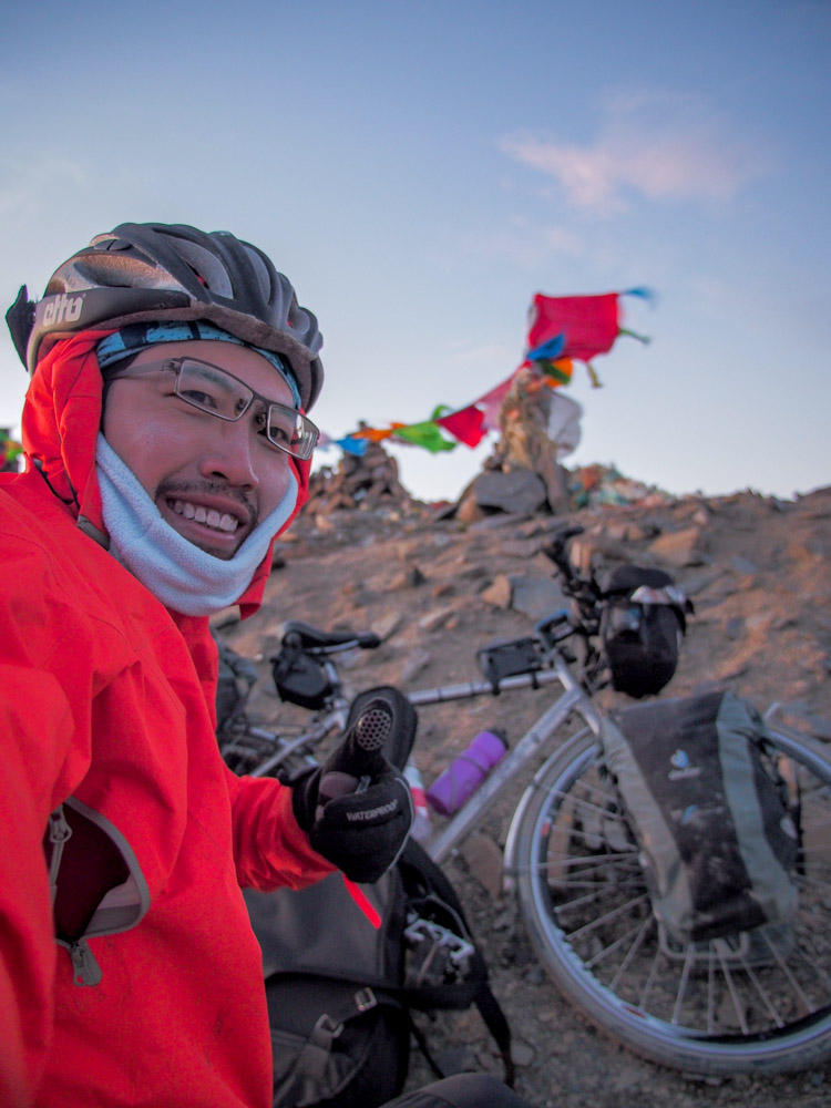 在4700公尺的高山上有帶什麼保暖衣服全部都穿起來了