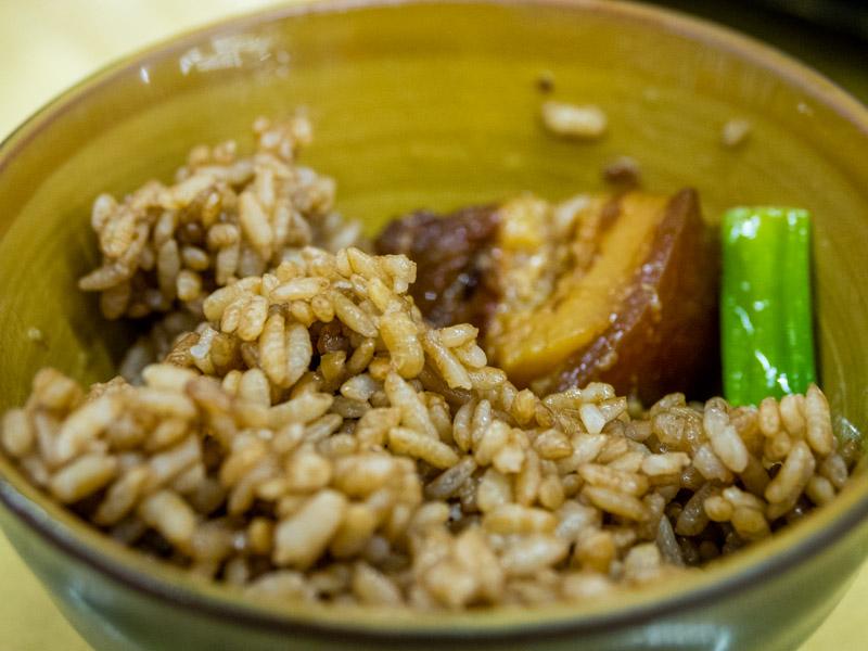 紅烏龍茶飯配滷肉
