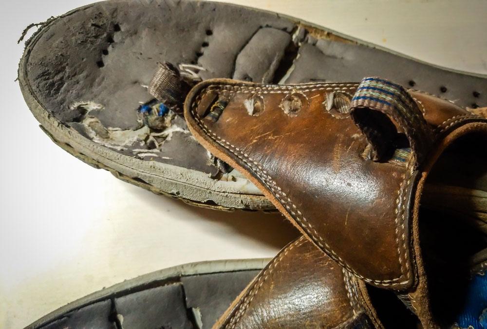 這雙拖鞋被我縫縫補補還是繼續穿