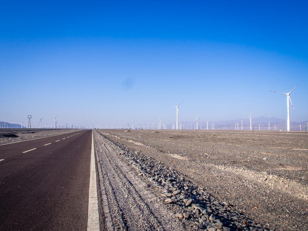 達坂城附近到處都是風力發電