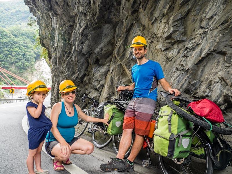 【單車環遊世界七年的瑞士家庭 01】就算懷孕、生小孩了還是不停向前轉動!